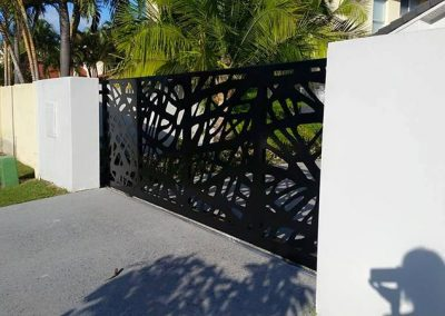 Driveway-Gate-with-wrapped-edges-corners-folded-and-welded-(1)