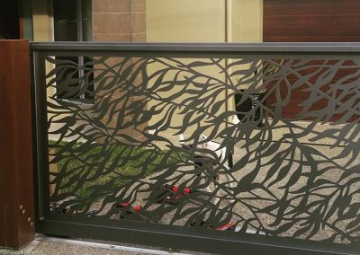 Sliding-Driveway-Gate---Leaves-In-The-Breeze-Design